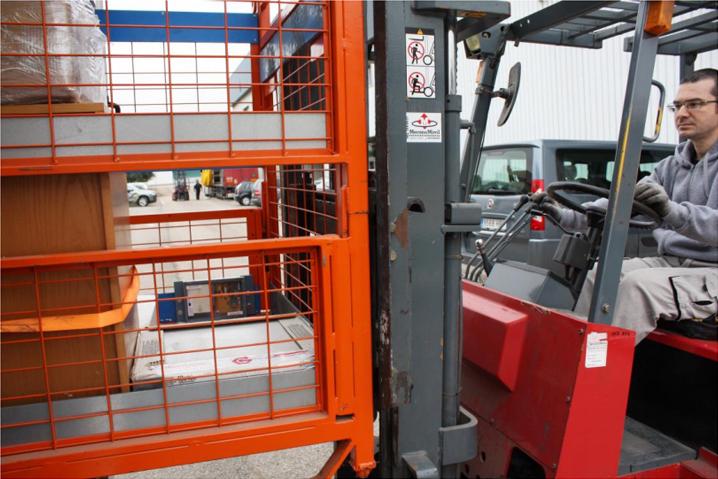 En la imagen, el dispositivo incorporado a la unidad de carga o jaula del mix de mercancías.