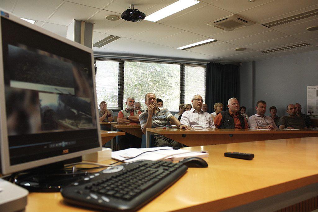 El grupo se interesó por los avances en nanotecnologías aplicadas a los acabados superficiales de la madera.