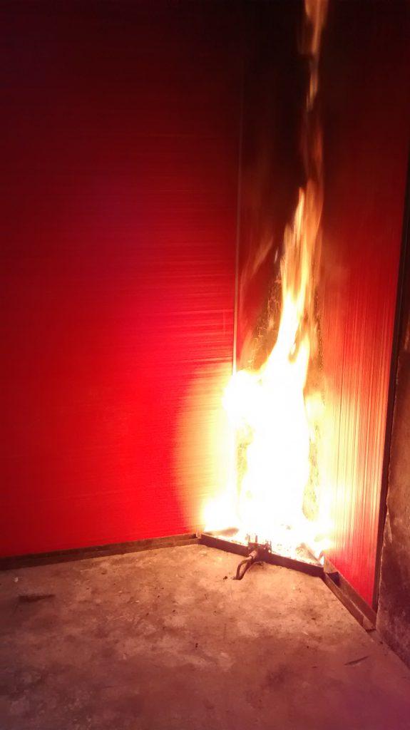 Ensayo SBI de reacción al fuego de un revestimiento de paredes y techos