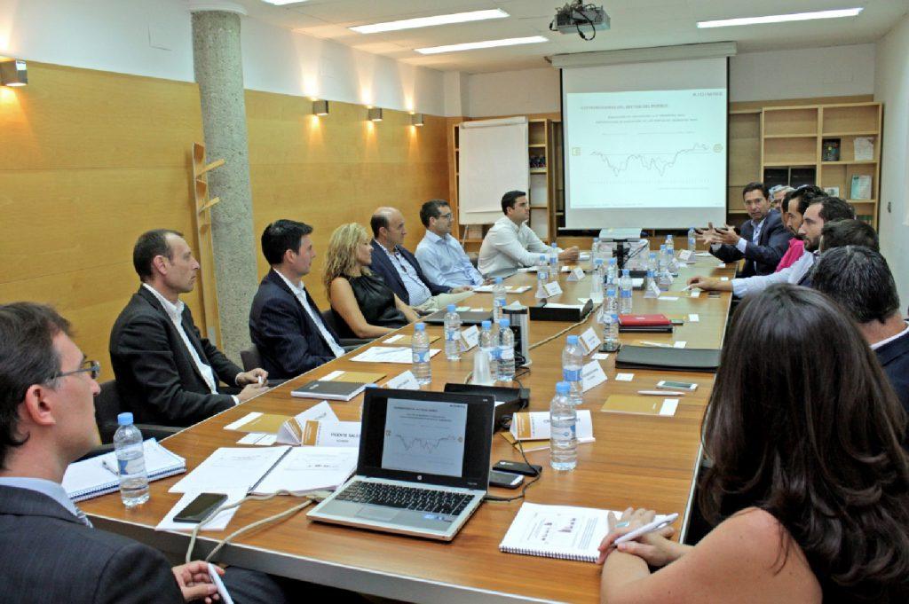 Imagen de la reunión del Club de Estrategias del Hábitat de septiembre de 2016.