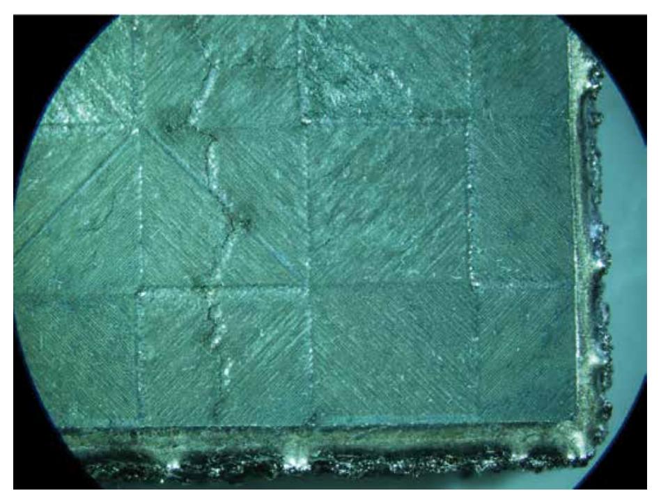 Grieta de solidificación en una aleación base níquel