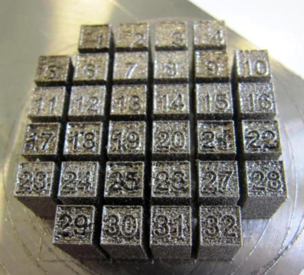 32 probetas fabricadas en 32 configuraciones de procesado diferentes en una aleación base Ni con alta tendencia al agrietamiento.