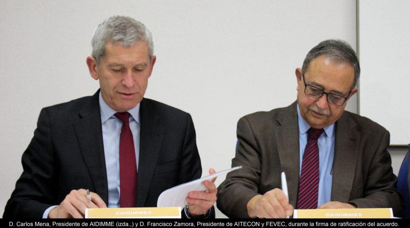 Carlos Mena, Presidente de AIDIMME (izda.,) y Francisco Zamora, Presidente de AITECON y FEVEC, durante la ratificación del convenio suscrito semanas atrás.