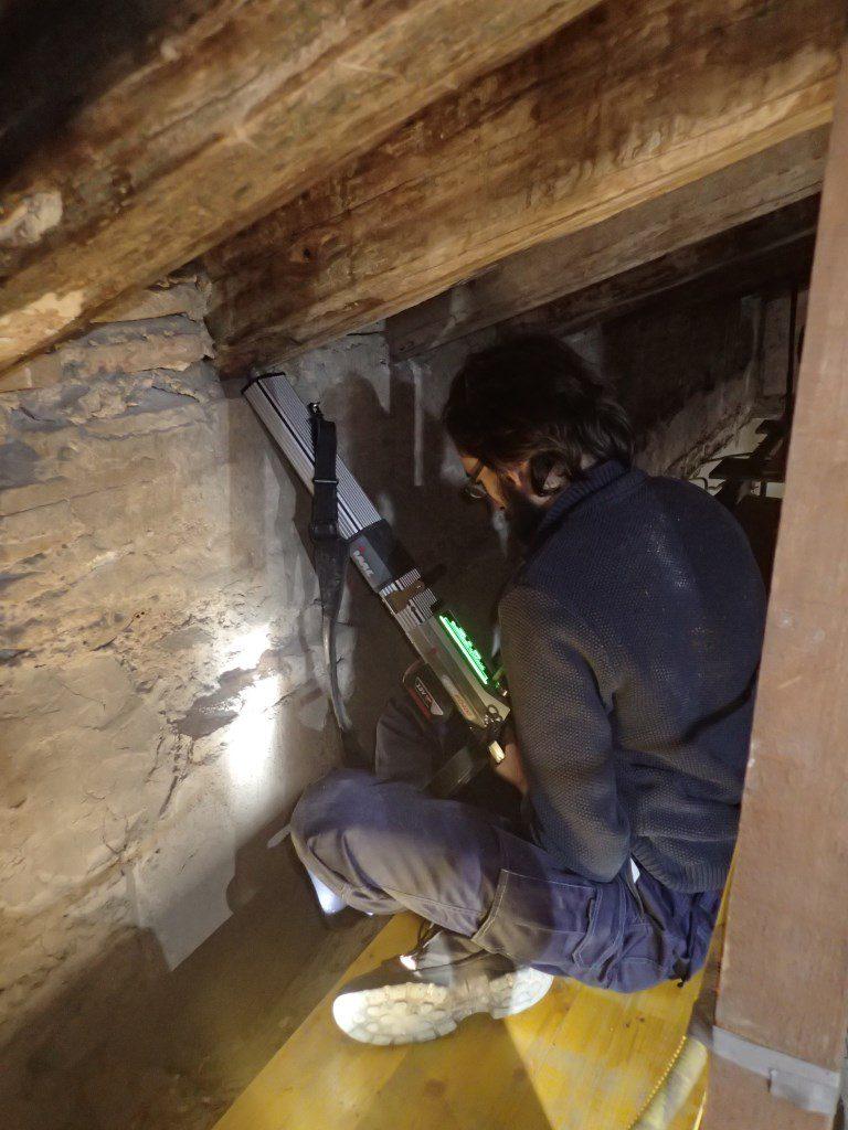 Análisis del estado interno de una vigueta de madera antigua mediante la técnica no destructiva de resistografía.