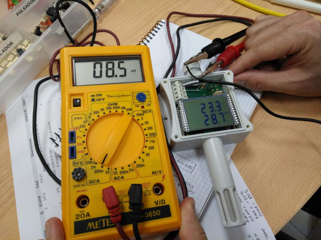 Test de funcionamiento previo, de un sensor de temperatura y humedad.