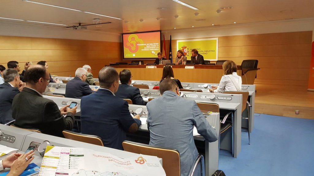 La presentación de la marca y del mapa de servicios y capacidades de las AEI contó con la participación de la secretaria general de Industria y Pyme, Begoña Cristeto, del director general de Industria y Pyme, Mario Buisán (izda.), del subdirector general de Digitalización de la Industria y de entornos colaborativos, Fernando Valdés, además de algunos de los principales representantes de las AEIs, entre los que se encontraba el director de la delegación de AIDIMME en Madrid, Manuel Carrillo.