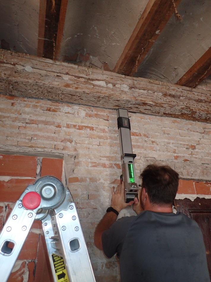 Imagen 2. Evaluación mediante resistografía de una viga de carga en un edificio histórico de la ciudad de Valencia.