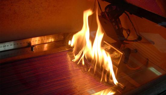Ensayo de reacción al fuego de un tablero derivado de la madera usado como revestimiento de suelo