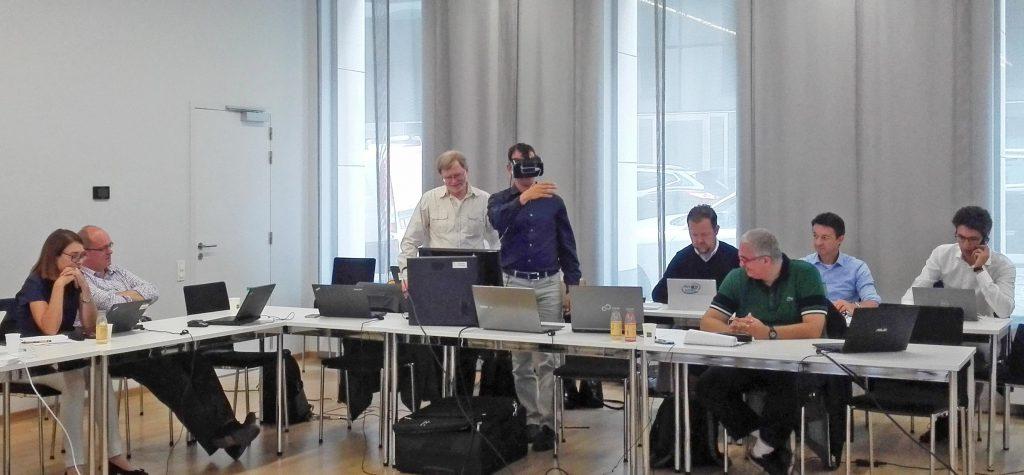 """El grupo internacional del proyecto europeo Pymbiosys, ayer en Bruselas durante una pausa de la reunión previa al """"review"""" ante la Comisión."""