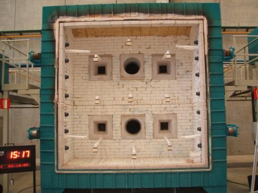Horno vertical para la evaluación de la resistencia al fuego.